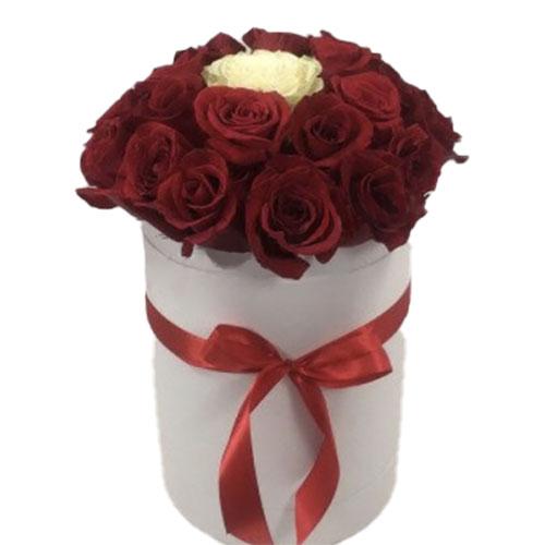 """букет Коробочка 21 троянда """"Неповторна"""""""
