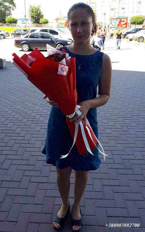 доставка червоних троянд фото