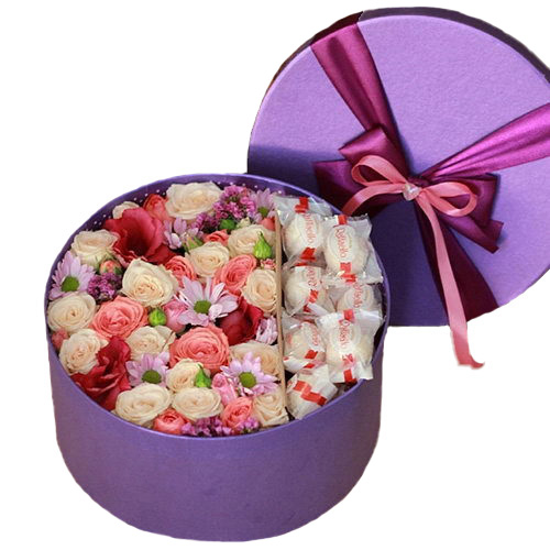 """Капелюшна коробка """"Солодкі почуття"""" квіти та рафаелло"""