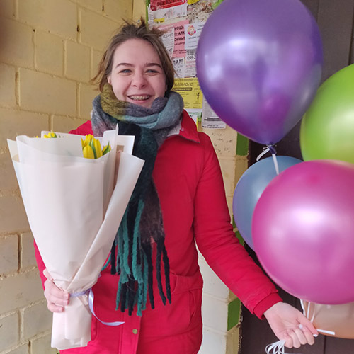 доставка у Луцьку букет тюльпанів та повітряні кульки