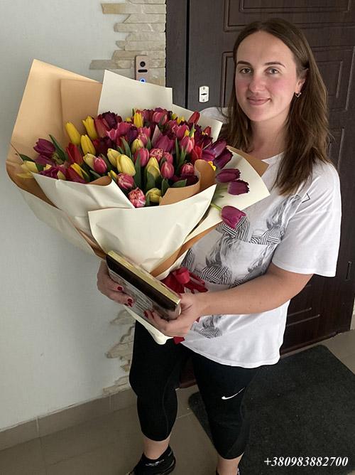75 тюльпанів і цукерки фото доставки